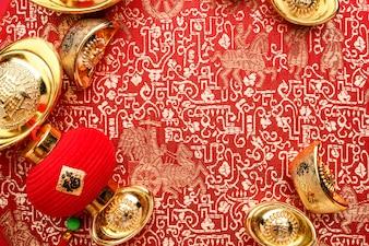 中国の新年の装飾、黄金のインゴットを囲む