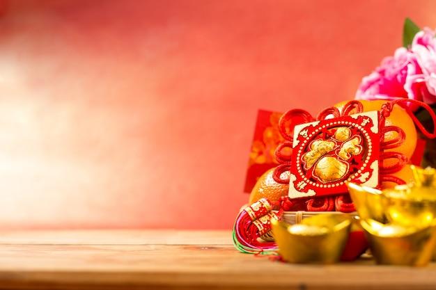 Китайское новогоднее украшение с иероглифом «fu» означает удачу, удачу и благословение.