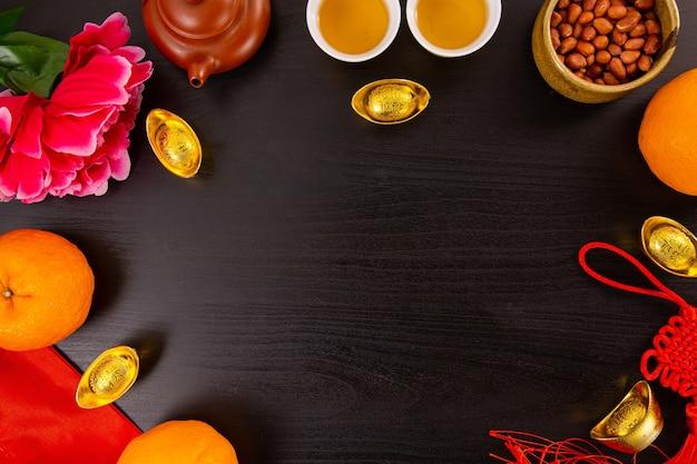 중국 새 해 만다린 오렌지와 차 물 평면도 복사 공간
