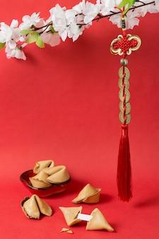Китайский новый год с печеньем с предсказаниями