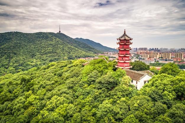Китайская старая башня на горе