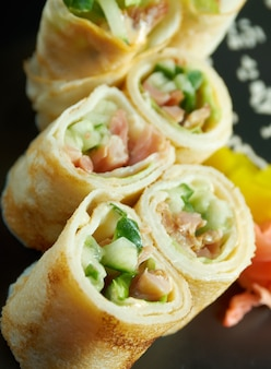 Блинчики с начинкой из овощей в китайском или тайском стиле