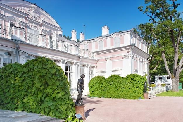 Chinese palace in oranienbaum (lomonosov)park. saint petersburg. russia