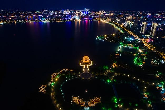 Китайский парковый вечер