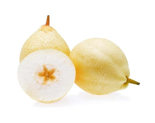 白い背景の上の中国梨