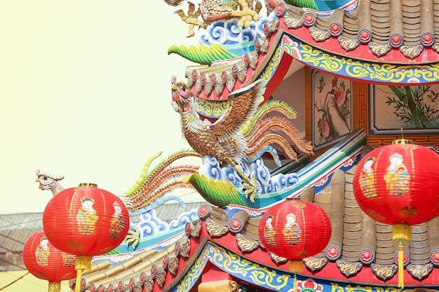 Китайский феникс на крыше храма