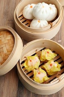 中華餃子とパン