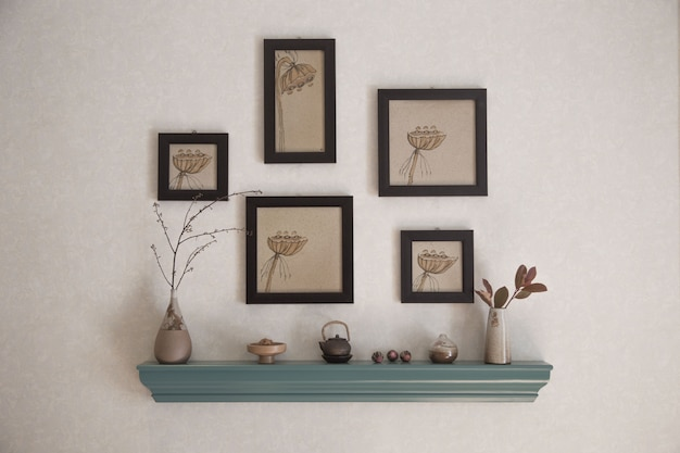 Chinese style decoration with wall frames placement