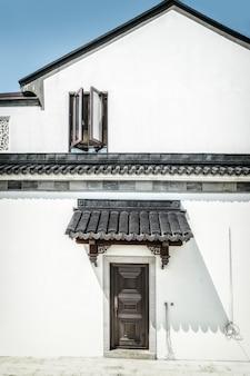 中華風グレータイル白い壁の背景素材