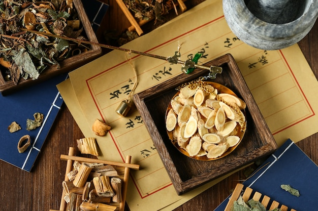 Steelyard에서 중국 전통 약초입니다. 번역은 중국 약초 요법으로 읽습니다.