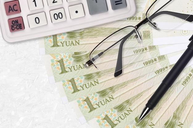 Вентилятор банкнот китайского юаня и калькулятор с очками и ручкой