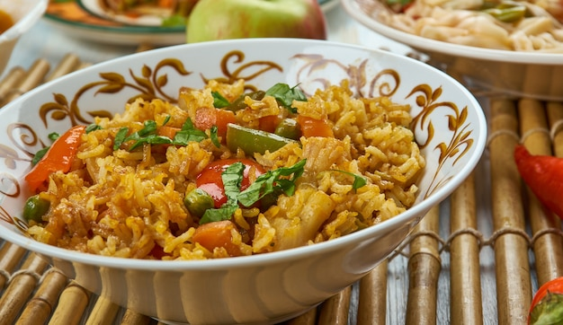 Ching's schezwan fried rice masala, шезванская кухня, азиатско-китайская кухня, традиционные блюда-ассорти, вид сверху.