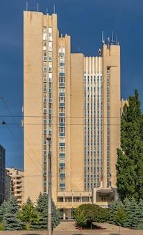 Кишинев, молдова - 12.09.2021. председательство в республике молдова в кишиневе, в солнечный осенний день.