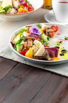 Chisken breast and mushroom salad with vegetables
