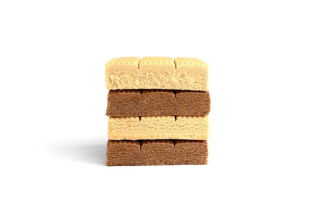 초콜릿과 크림 토피 사탕 사각형 흰색 배경에 고립.