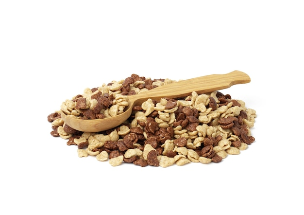 チョコレートと蜂蜜のコーンフレークと白い背景の上の木のスプーン。ミルクと朝の朝食