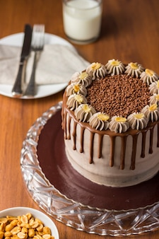 Шоколадно-арахисовый торт