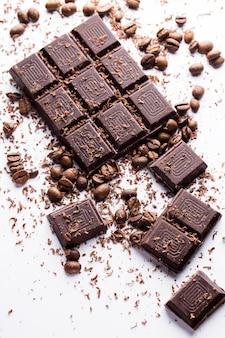 Шоколад и кофе в зернах