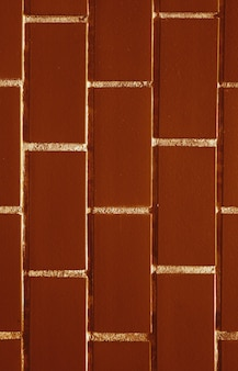 초콜릿 브라운 컬러 배경에 흰색 악센트 벽돌 벽