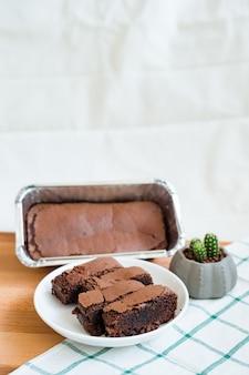 まな板の上のチョコレートブラウニー