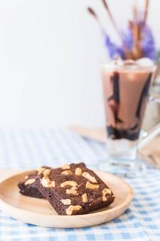 Cioccolato brownies sul tavolo