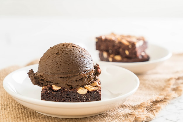 Chocolate brownies with chocolate ice cream