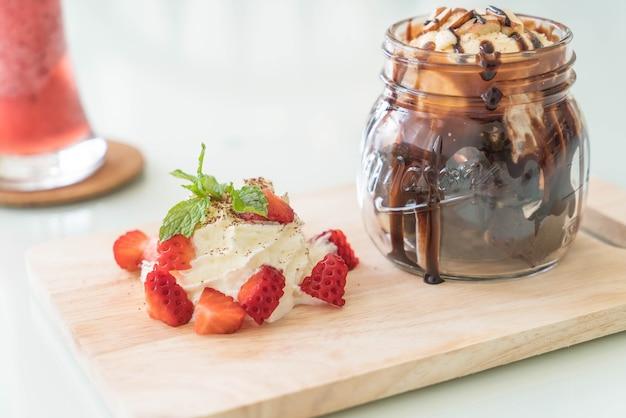 バニラアイスクリーム入りチョコレートブラウニー