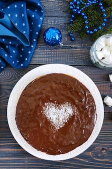 Шоколадный торт на рождество