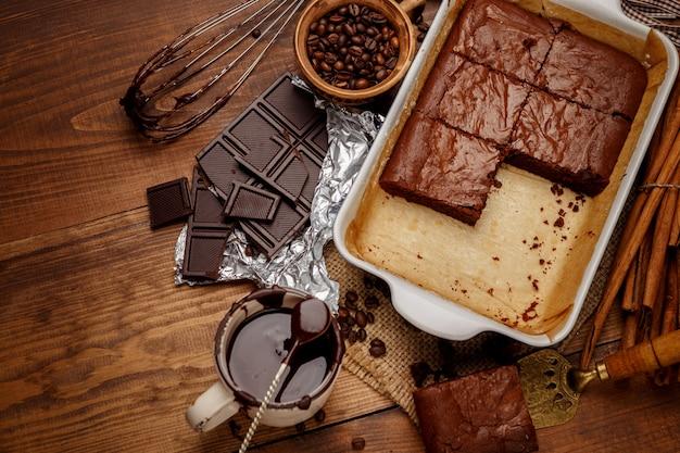 天板にチョコレートケーキ
