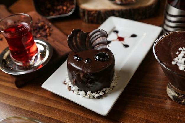 Armudy側面図のチョコレートケーキティー