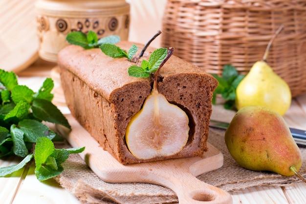 梨とチョコレートケーキ