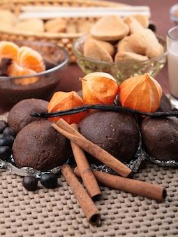 Chocolate cakes with cinnamon and vanilla