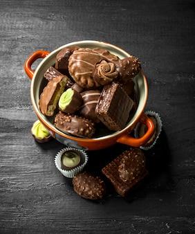 ボウルにチョコレート菓子