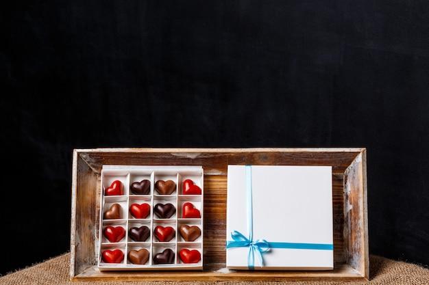黒のチョコレート菓子