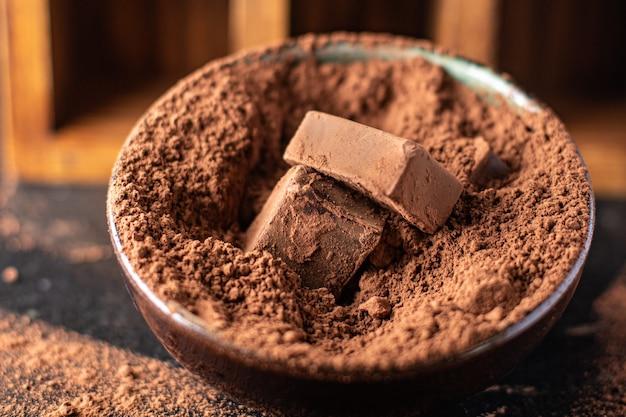 ココアケーキのチョコレート菓子トリュフ天然デザートスイーツミールスナックテーブルコピースペース