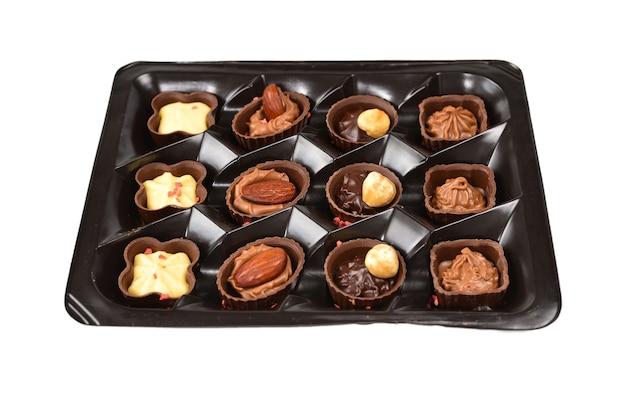 プラスチックの箱に入ったチョコレート菓子コレクション。