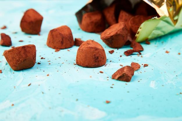 Шоколадные конфеты трюфели выпадают