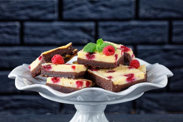 ラズベリーとチョコレートチーズケーキバー