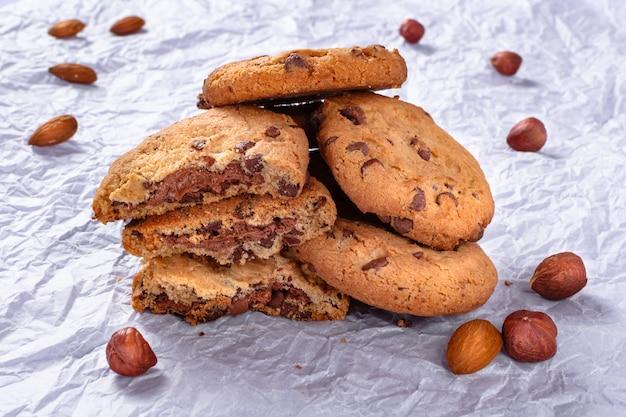 チョコレートチップクッキー、アーモンド、ナッツ、ヘーゼルナッツクッキー。