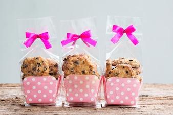 ビニール袋包装のチョコレートチップクッキー。