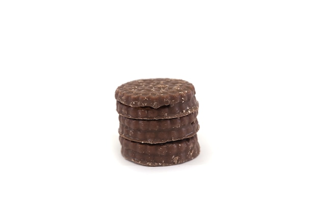 白い背景で隔離のチョコレートチップクッキー。