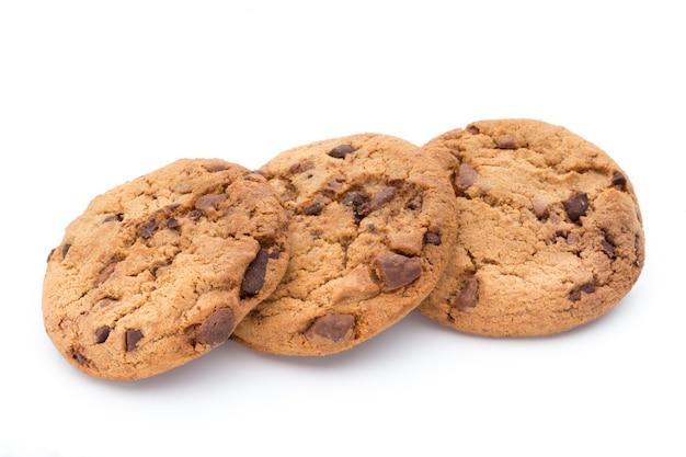 Шоколадное печенье, изолированные на белой поверхности.