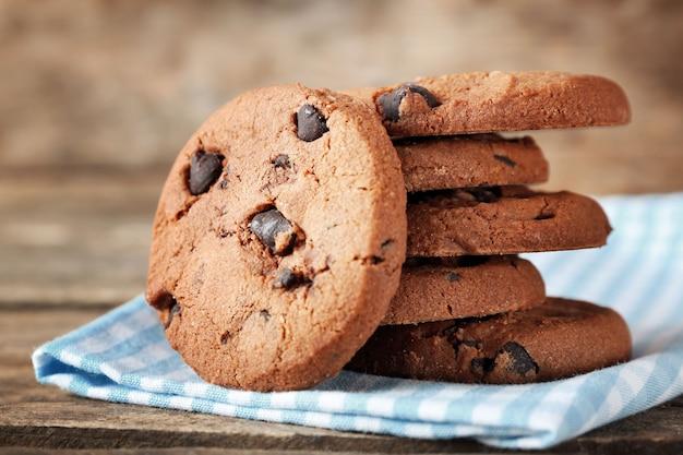 냅킨에 초콜릿 칩 쿠키