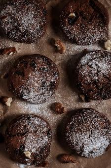 견과류와 초콜릿 칩 쿠키입니다. 위에서 본