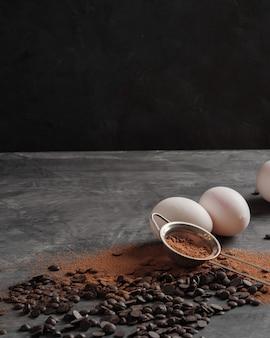 Шоколадная стружка, какао-порошок, куриные яйца