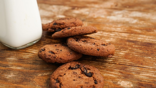 Chocolate cookie with milk on wooden table. homemade cookies. the concept of natural and healthy nutrition. bakery products