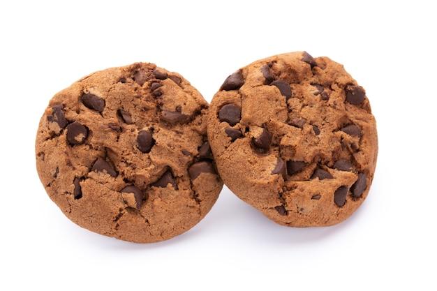 明るい背景に分離されたチョコレートクッキー