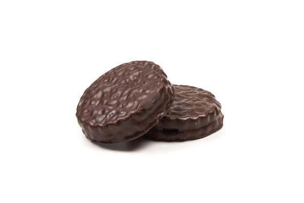Шоколадное печенье, изолированные на белом. скопируйте пространство.