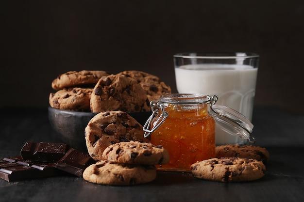 チョコレートチップ入りチョコレートクッキー