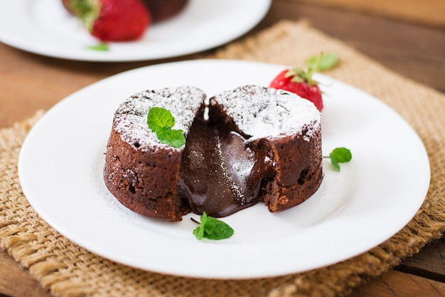 Chocolate coulant with strawberries and powdered sugar
